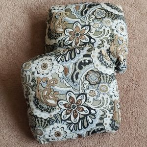 Other - 2 large decorative pillows